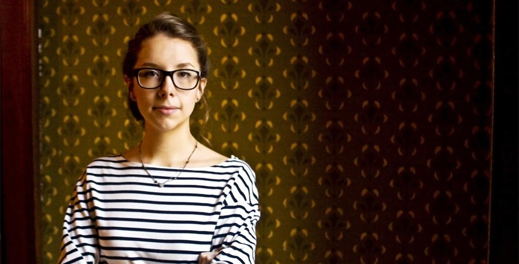 """Entrevista com Vitória de Macedo Buzzi sobre o seu livro """"Pornografia de Vingança"""""""