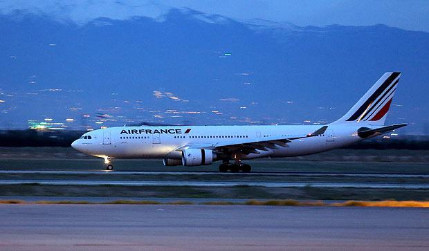 Ex-diretor da Air France e brasileira são condenados por facilitar prostituição