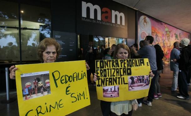 Alexandre Frota vai ao MAM protestar contra performance em que criança interage com homem nu