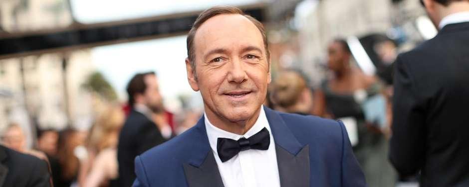 Emmy veta homenagem a Kevin Spacey após denúncia de assédio