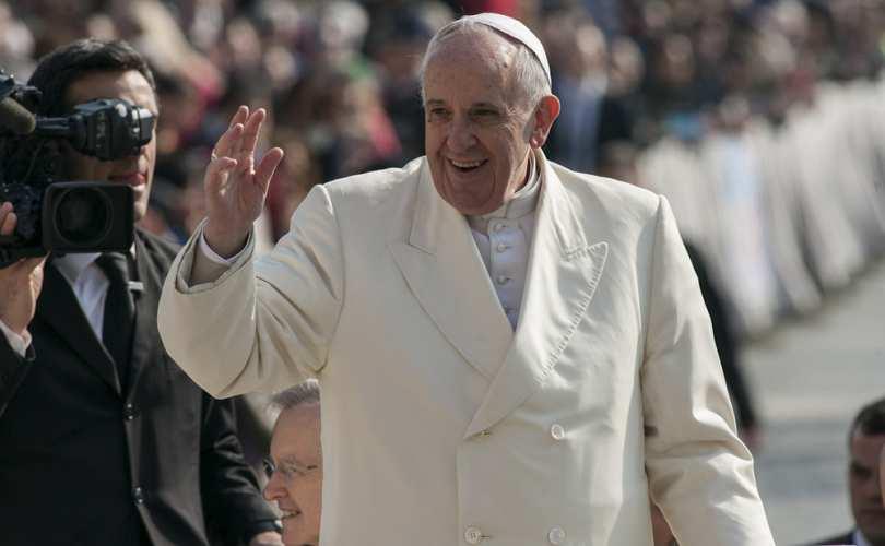 Papa pede que empresas de internet usem lucros para proteger crianças