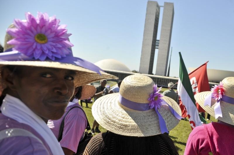 Especialistas alertam para redução do orçamento federal no combate à violência de gênero