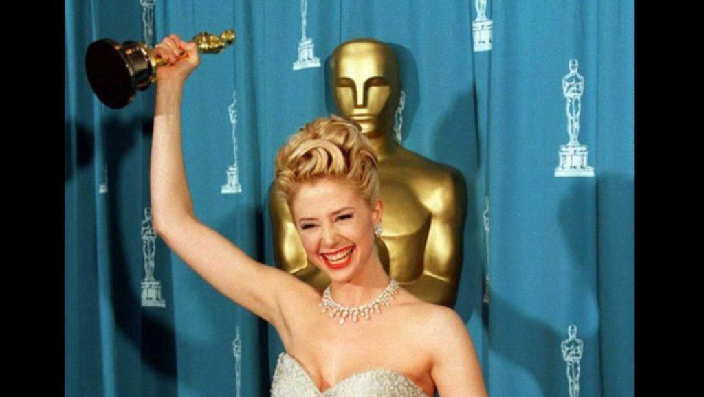 Mira Sorvino ou como Weinstein afundou a carreira de uma ganhadora do Oscar