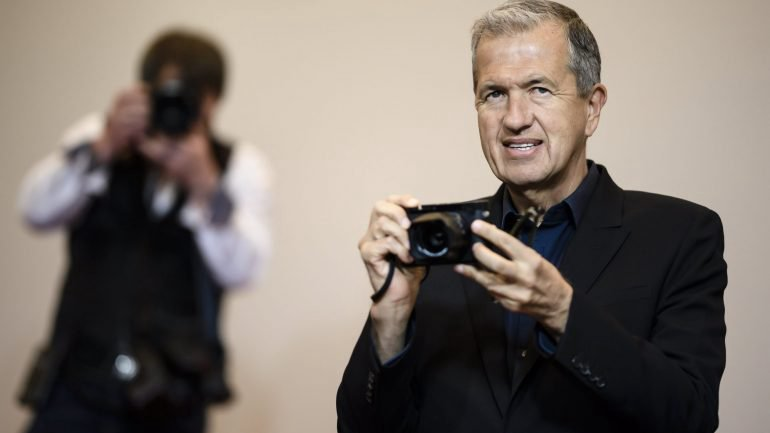 Fotógrafos Mario Testino e Bruce Weber acusados de assédio sexual por vários modelos