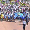 Centenas de adolescentes marcham contra a violência